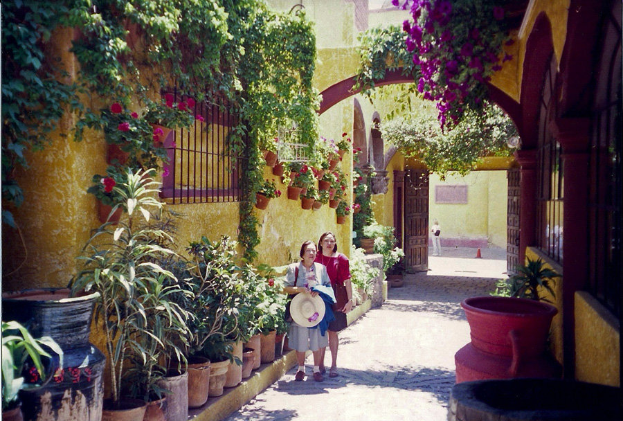 san miguel de allende asian personals Is san miguel de allende the prettiest colonial town in mexico  these days many younger singles and couples with children are discovering its  asian voices life.