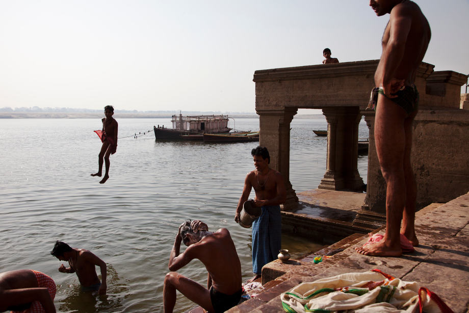 Children jumping on the Ganges river, Varanasi