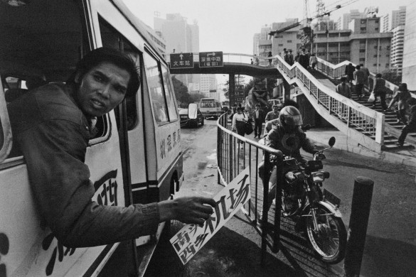Bus ticket conductor soliciting passengers. 1994. © Yu Haibo