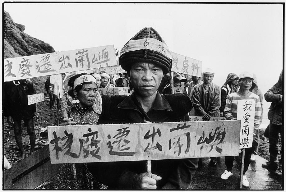 DIGNITY AND HUMILIATION: A MARGINALIZED TERRITORY IN LANYU (1987). © Guan Xiao-Rong, Taiwan.