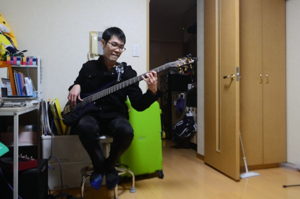 Shunji, Singapore. Shunji is both student and musician. A bookshelf of university textbooks stand beside his fully packed CD rack. Shunji's passion for music is what lured him to Tokyo to embark on his studies, and his time is spent alternately between his passion and his duty.