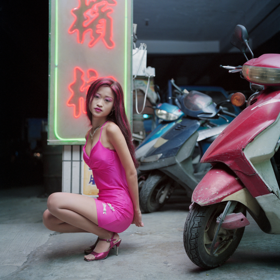 Taiwan's Betel Nuts Girls, by Chen Chin-Pao - Invisible Photographer