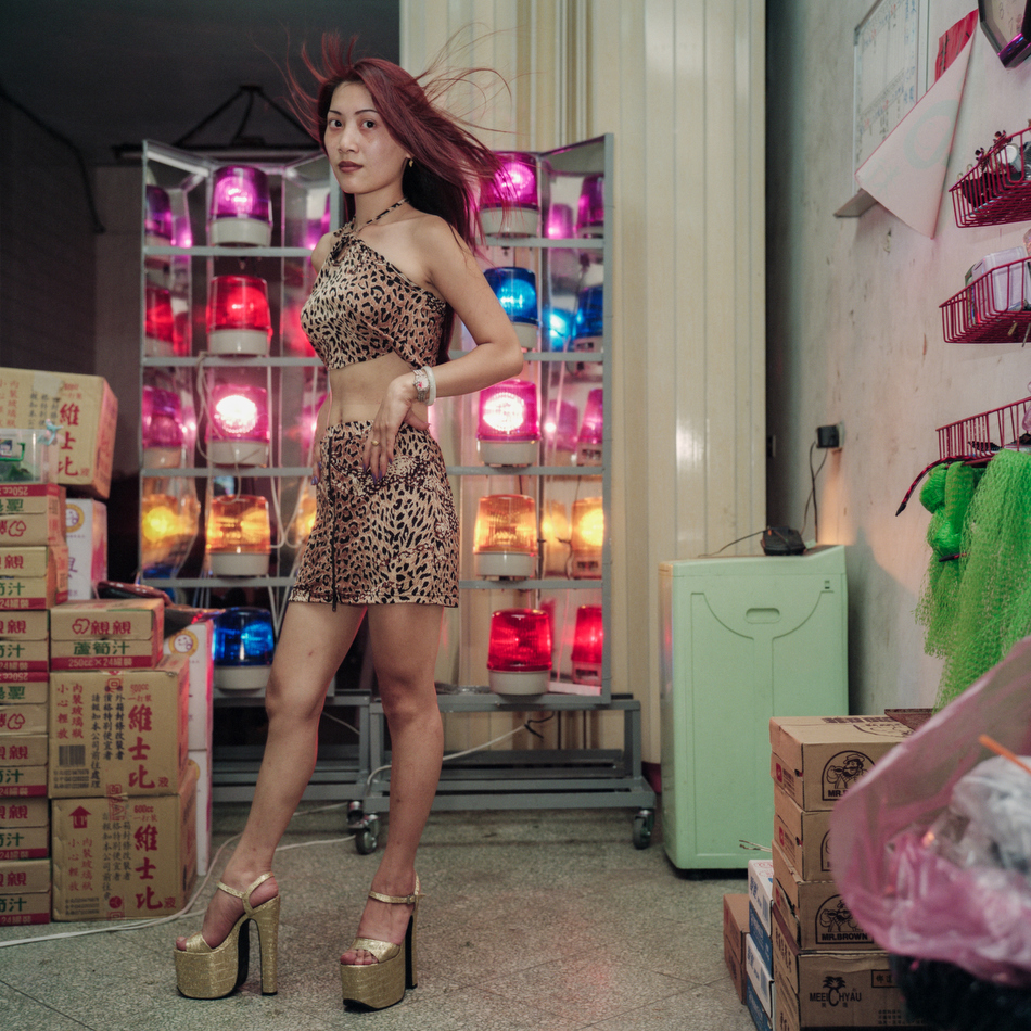 Taiwan's Betel Nuts Girls, by Chen Chin-Pao - Invisible